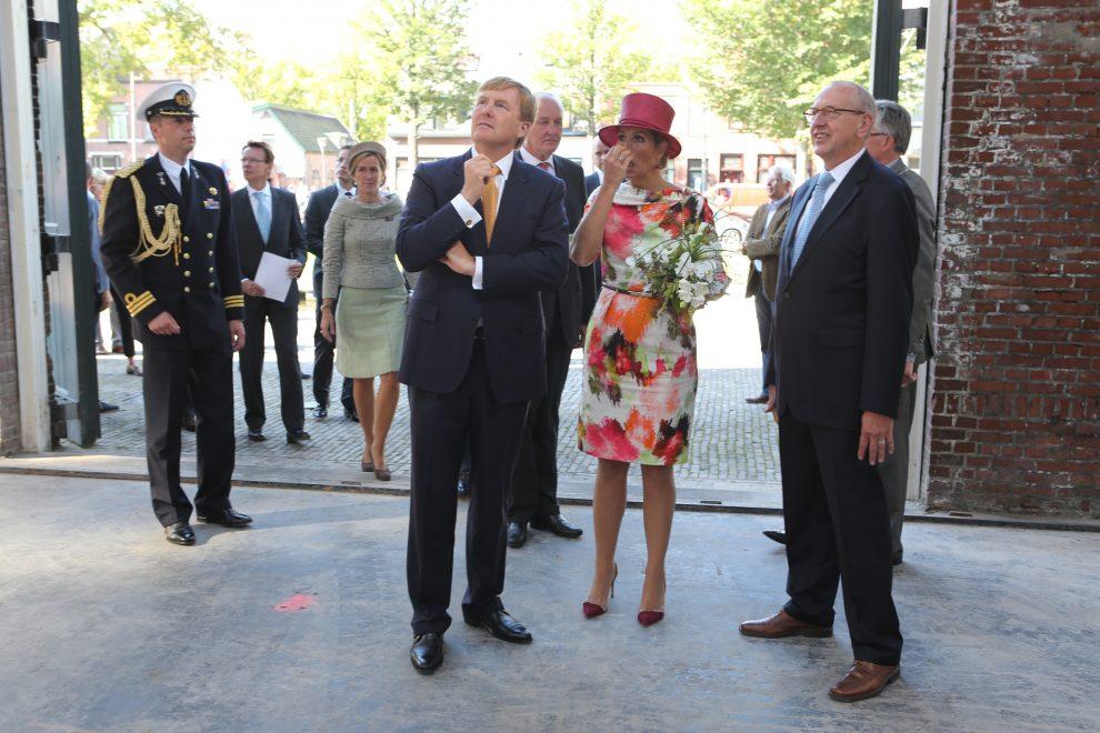 Koningspaar bezoekt de schouwburg tijdens werkbezoek