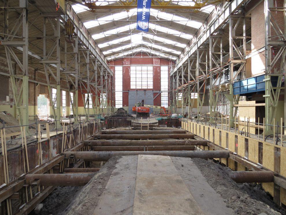 De schouwburg in aanbouw