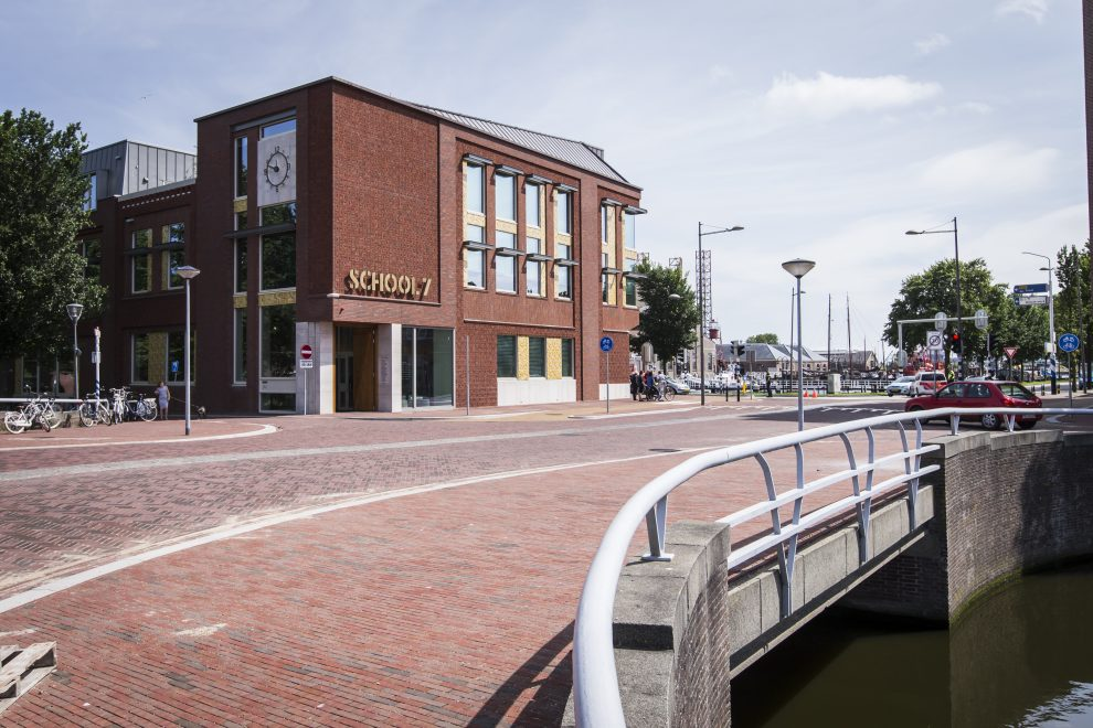 Kop Beatrixstraat met op de hoek School 7