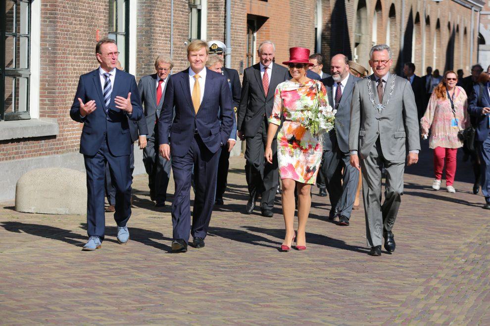 Wandeling op Willemsoord tijdens werkbezoek koningspaar